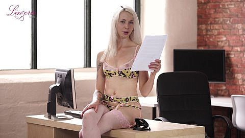 ashleigh-doll-fucked-at-work-116